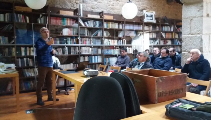 Conferencia en biblioteca