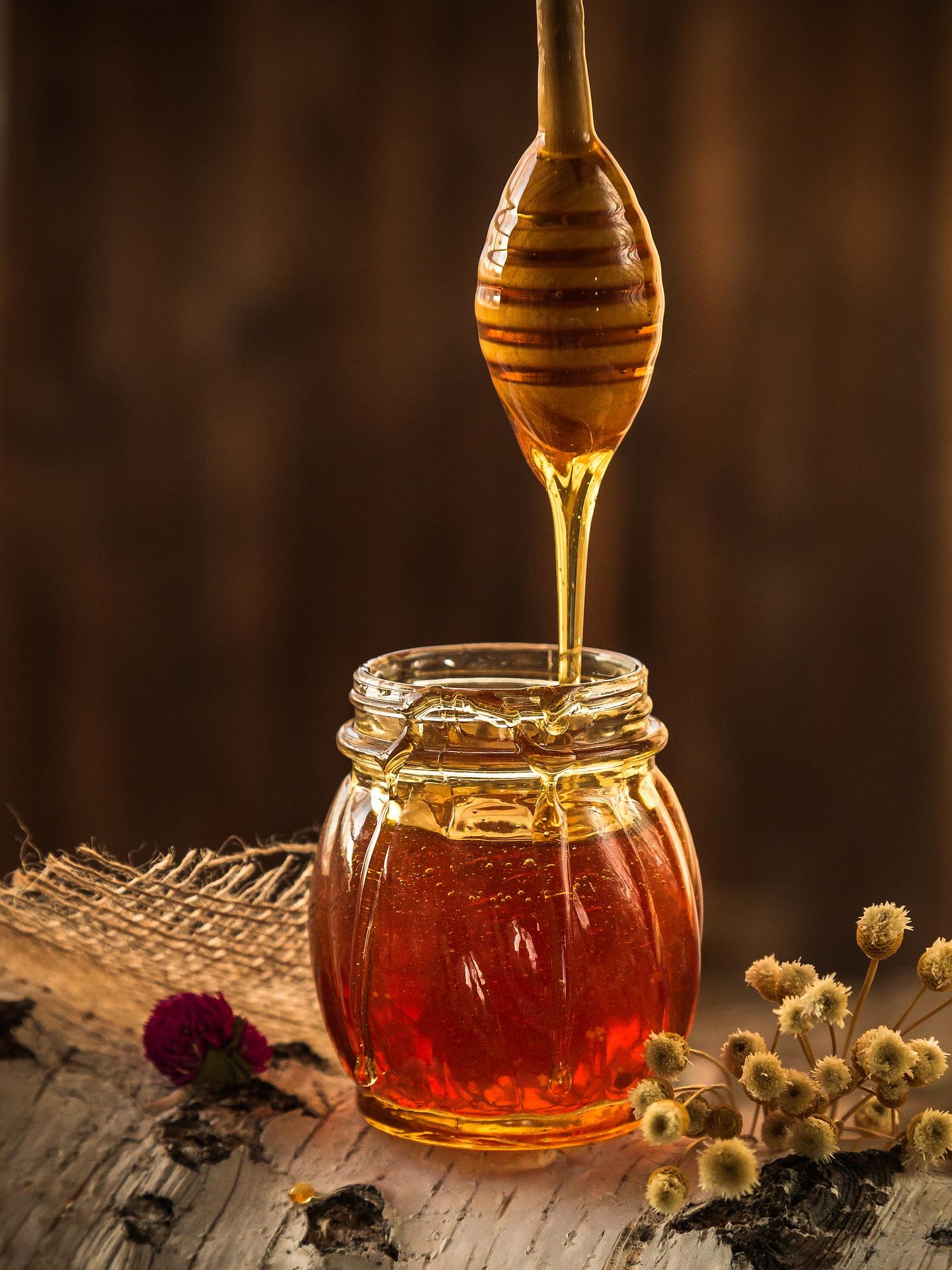 Miel sobre tarro